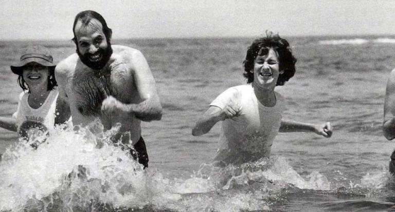 Brian-De-Palma-and-Steven-Spielberg-running-in-the-water